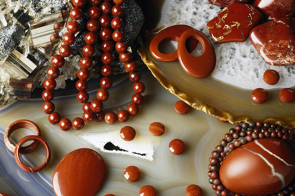 Jasper necklaces, rings and stones, oxide.