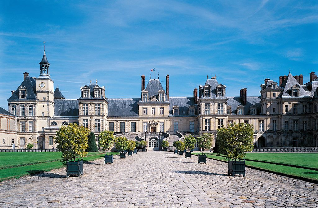 Fontainebleau ch teau and gardens near paris for Hotel fontainebleau france