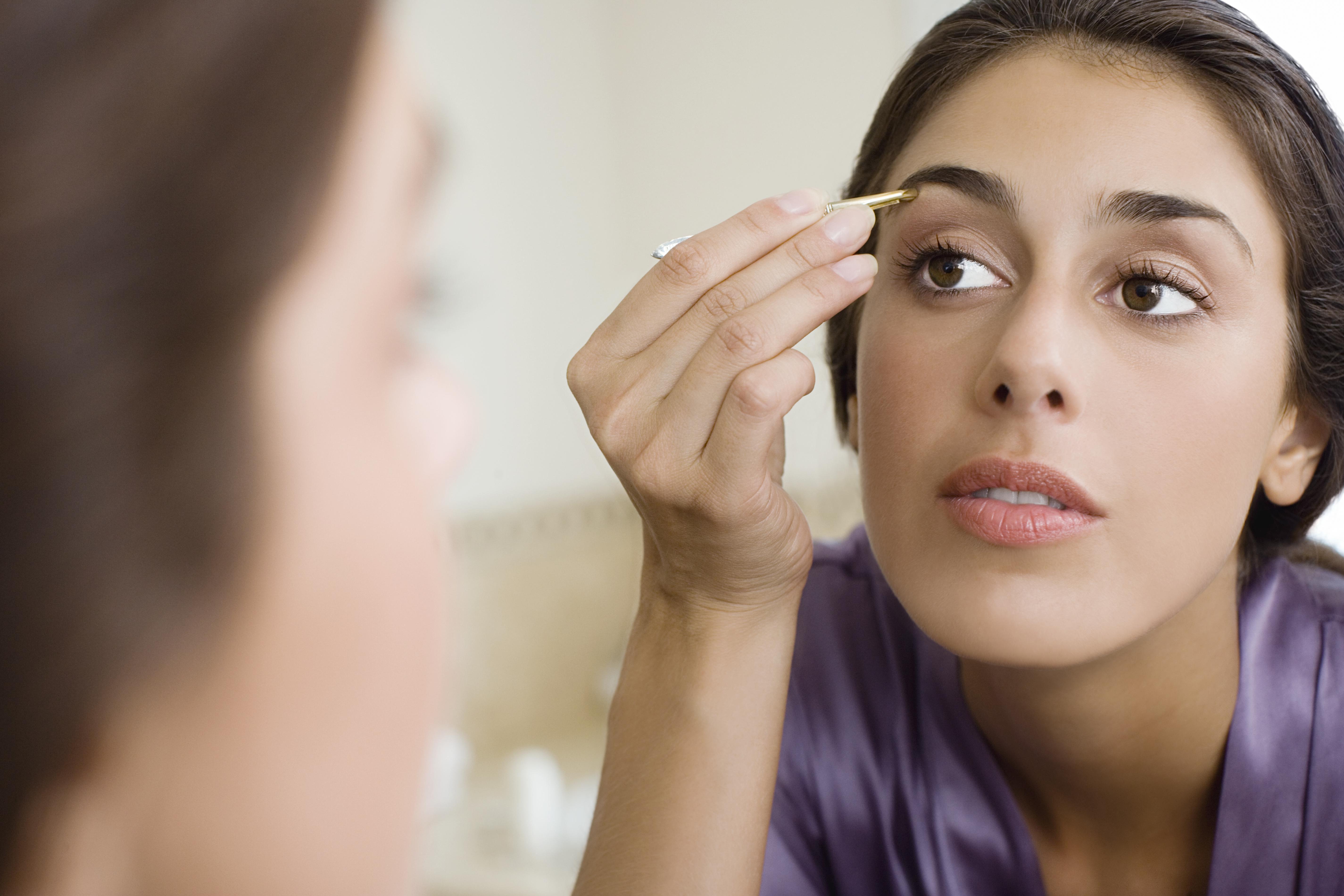 How to Tweeze Your Eyebrows With Tweezers