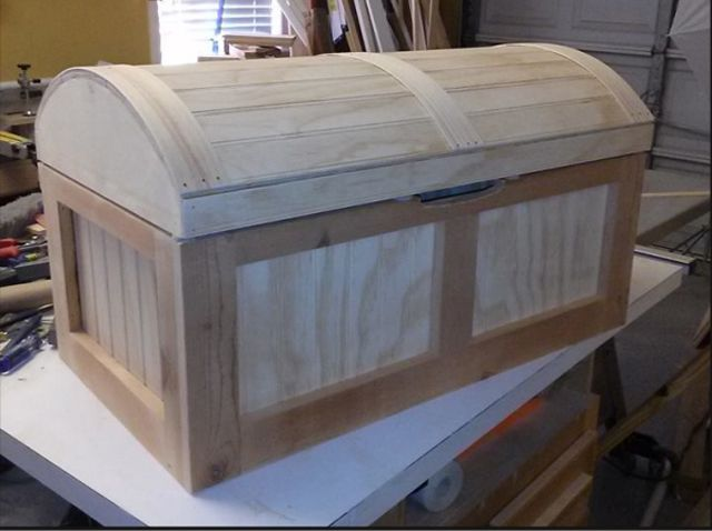 Get free plans for a toy box any kid would love for Toy chest plans