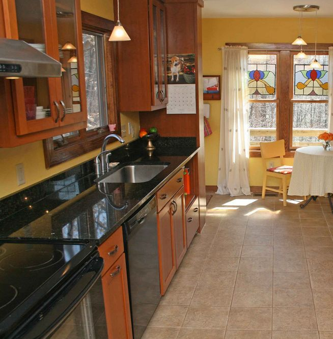 Galley Kitchen With Half Wall: Fantastic Space-Saving Galley Kitchen Ideas