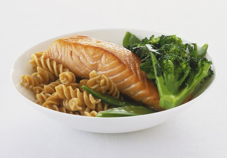 Whole grain pasta with salmon and broccoli