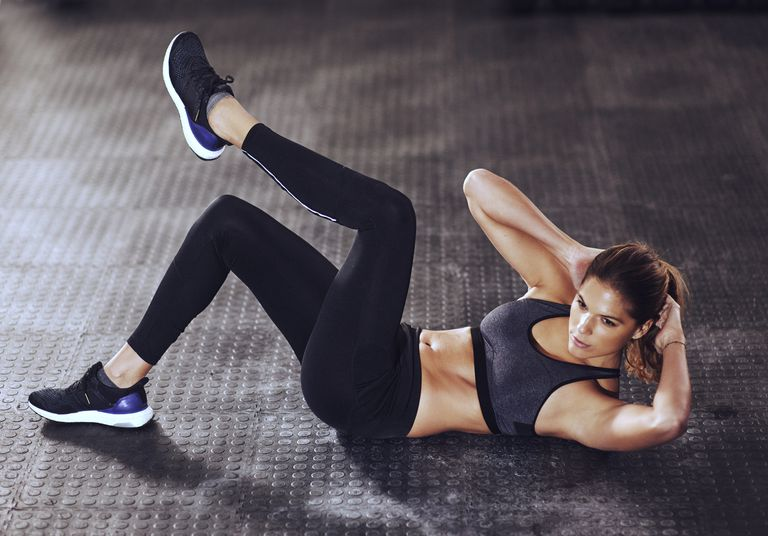 Woman doing crunches at the gym