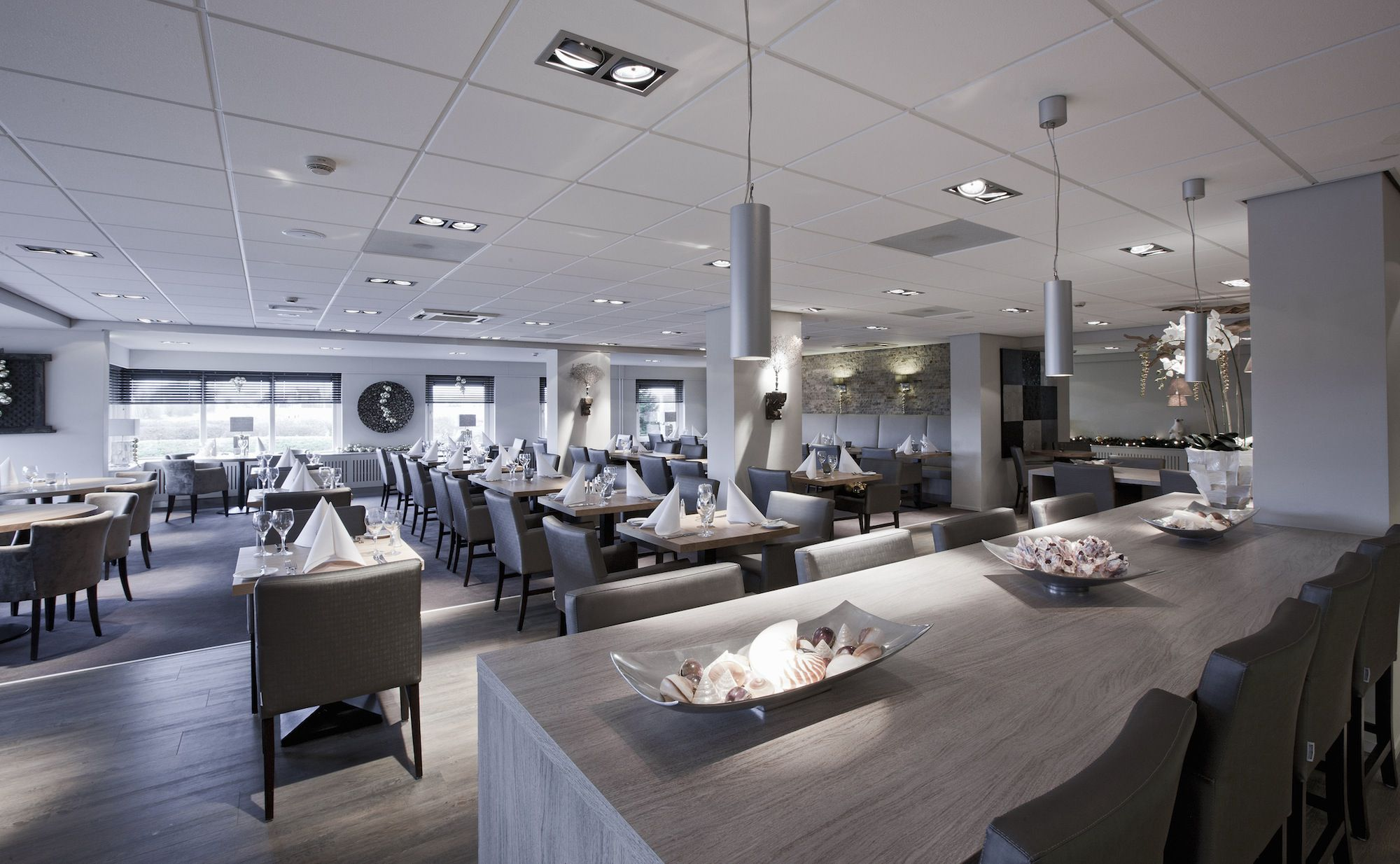 Modern restaurant table setting - Restaurant Layout And Design Basics