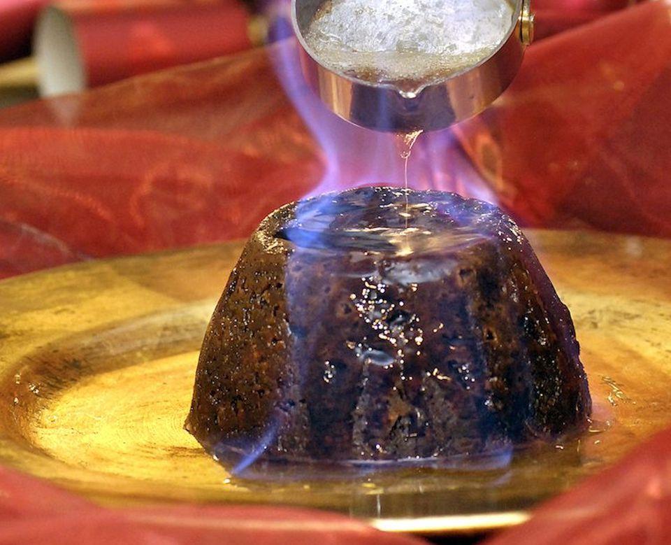flaming-christmas-pudding