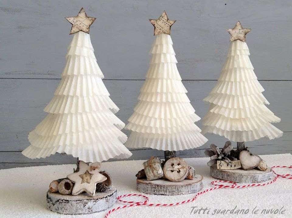 paper cupcake holder Christmas tree