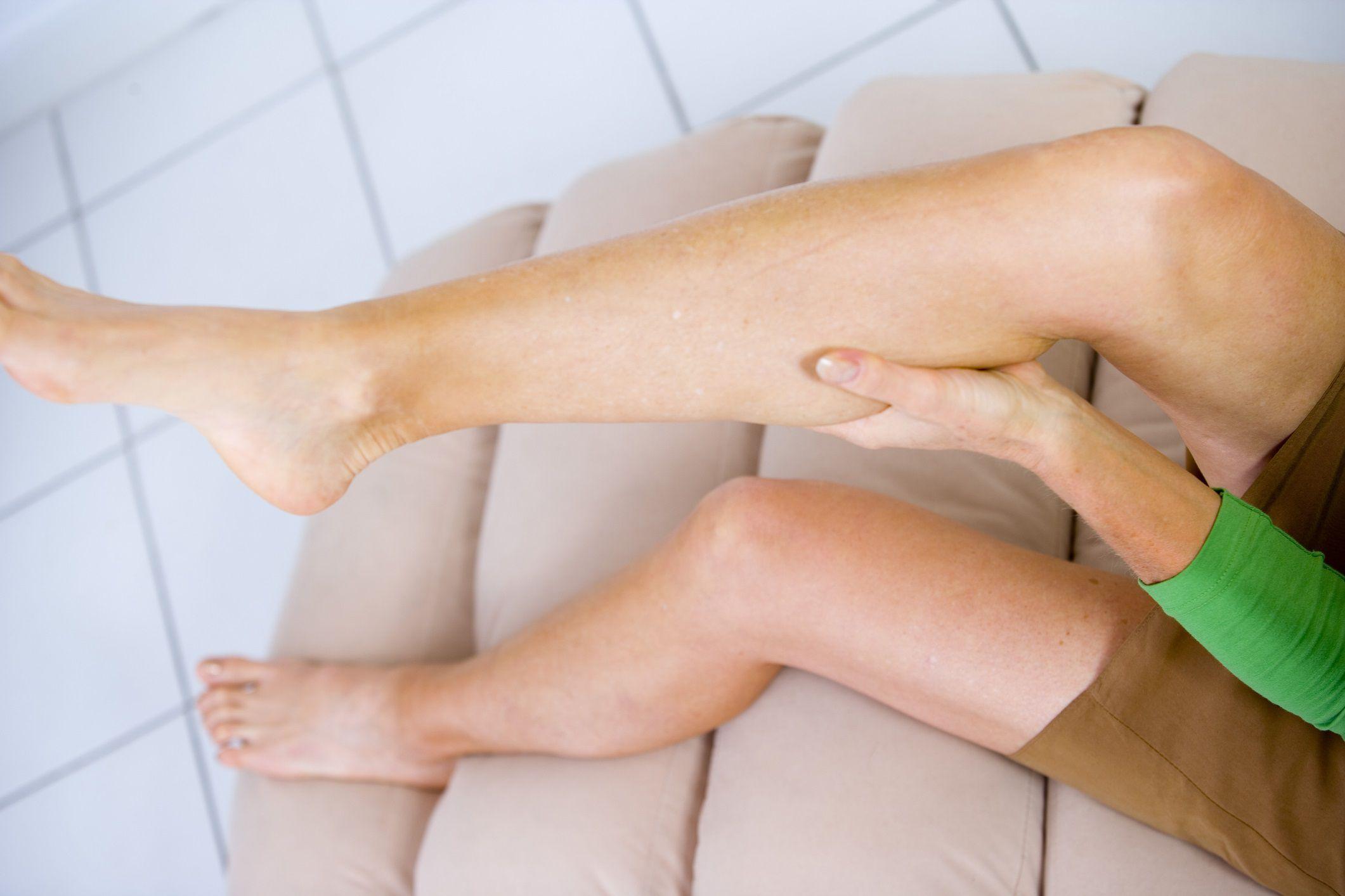 Почему по ночам судорогой сводит ноги