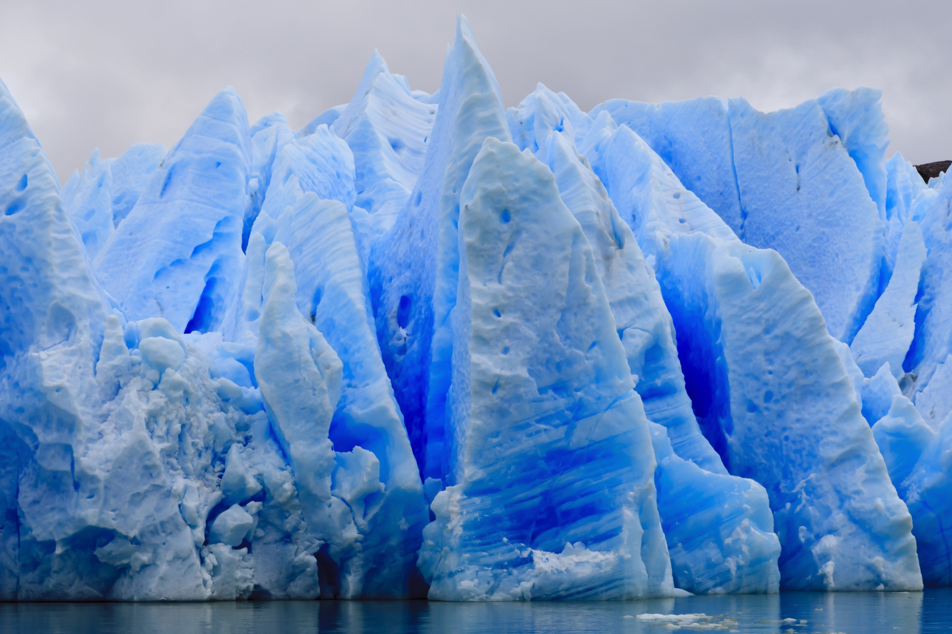 Bleue Glacier : Why is ice blue or does it just look that way