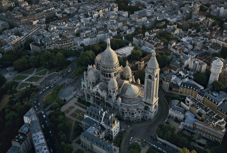 Basilica of Sacre Coeur, butte Montmartre, 18th arrondissement, Paris, France
