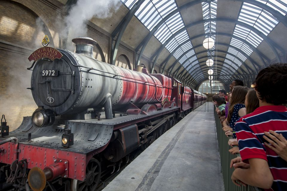 _resources_digitalassets_The-Hogwarts-Express-1.jpg