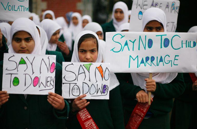 Niñas de la India contra el matrimonio infantil.