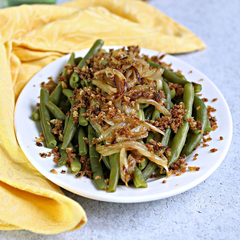 Green Beans with Sauteed Onions and Crunchy Za'atar Breadcrumbs