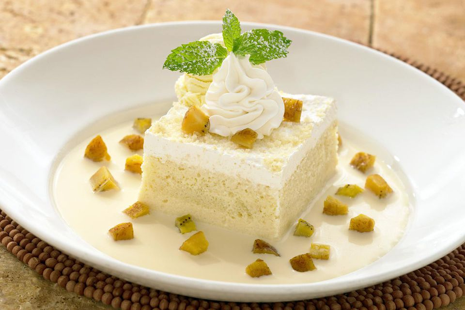 Traditional food and drink in panama tres leches cake forumfinder Image collections