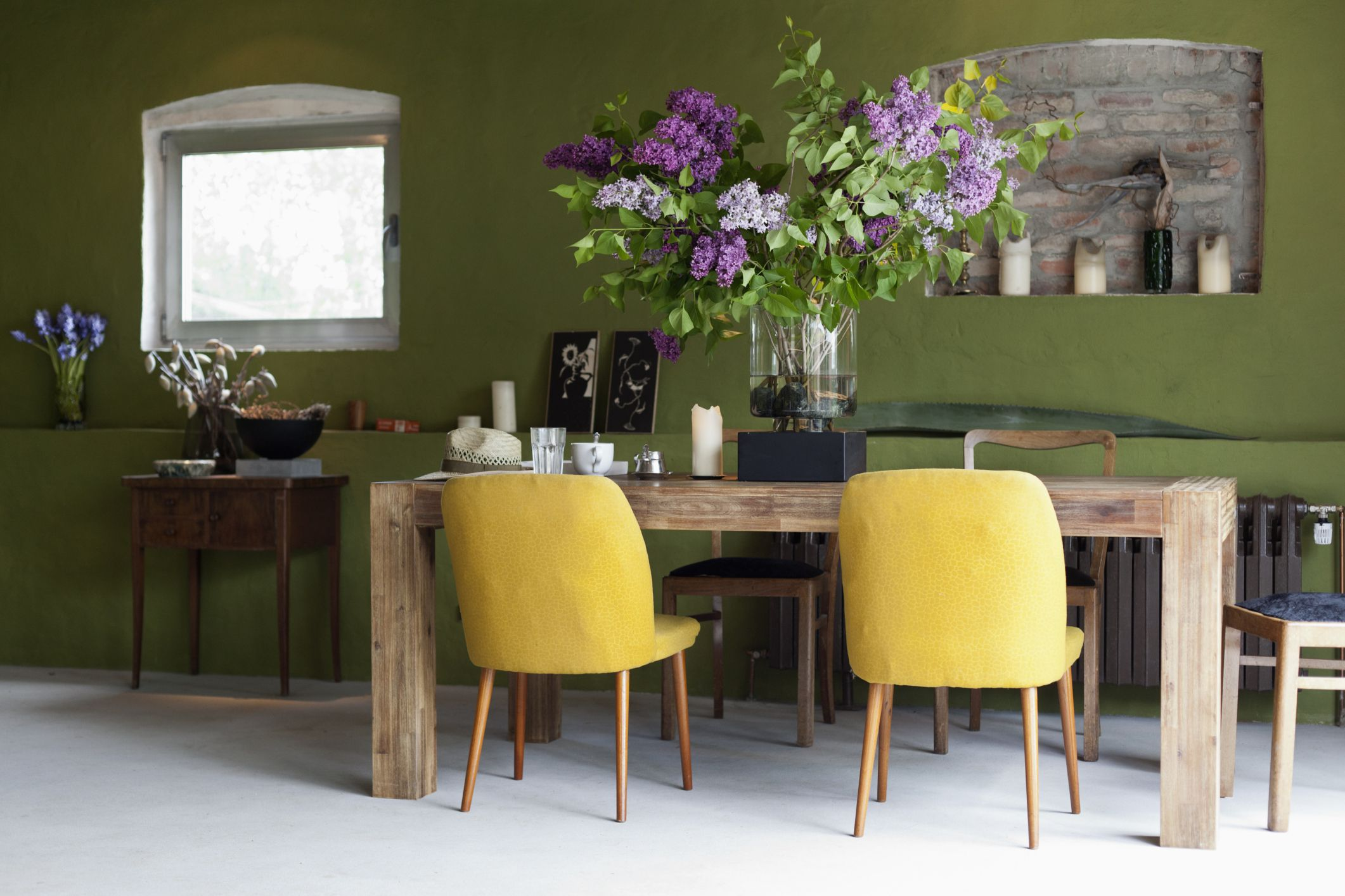 Colors that go well with green and purple - The Top Paint Colors For Mid Century Modern Style