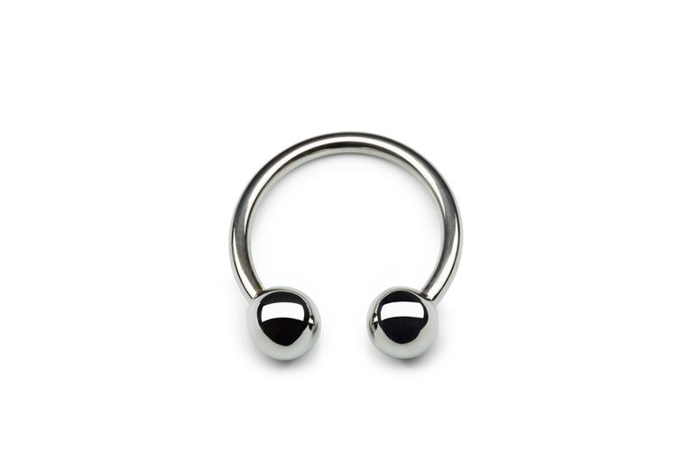 A captive bead ring