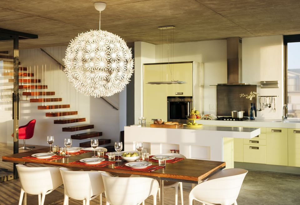 How to pack and move the dining room in 5 easy steps