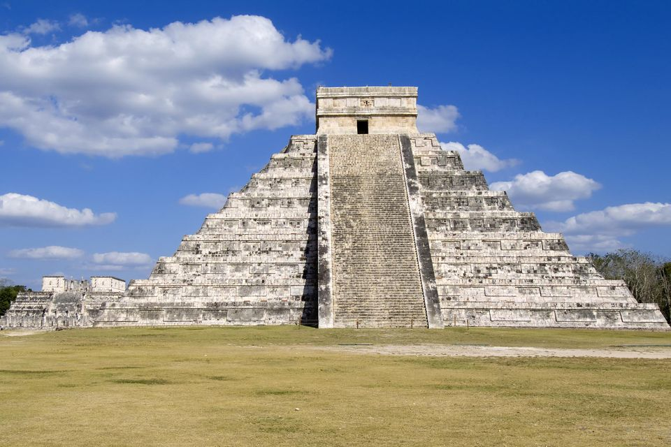 Stepped pyramid of Kukulkan, El Castillo.