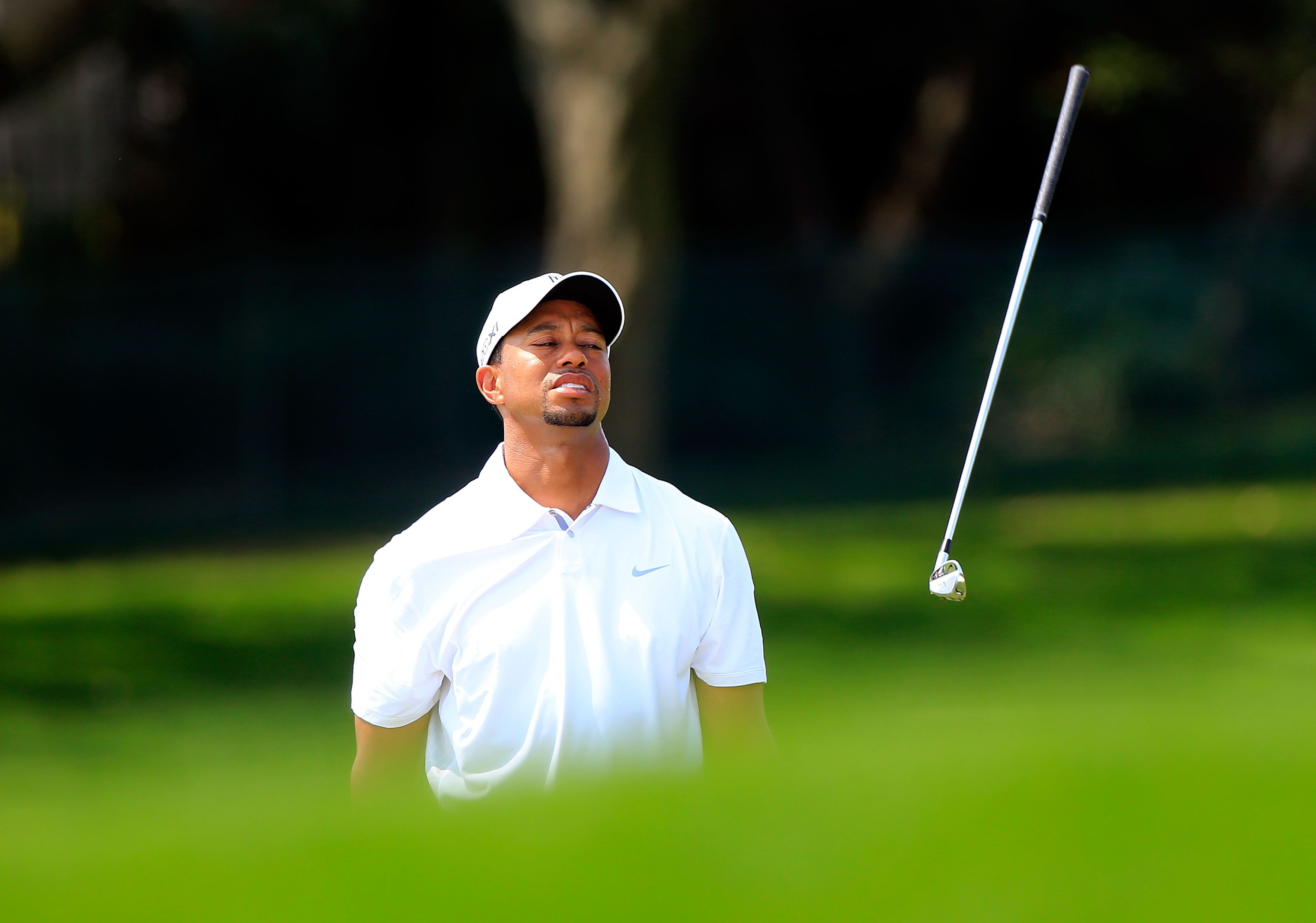 tiger woods u0026 39  temper  photos of the golfer throwing clubs