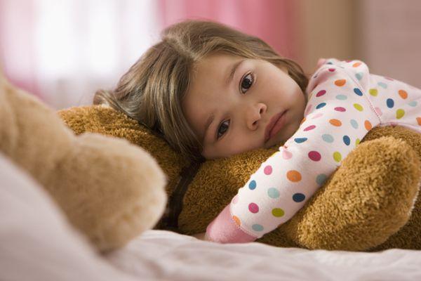 Girl awake in bed, kids' sleep problems