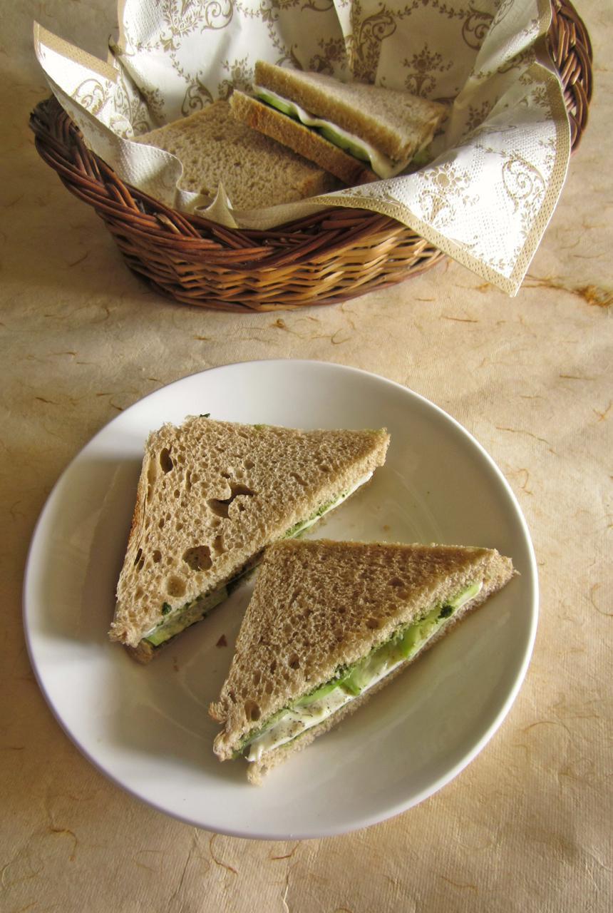 Mint chutney veggie sandwich
