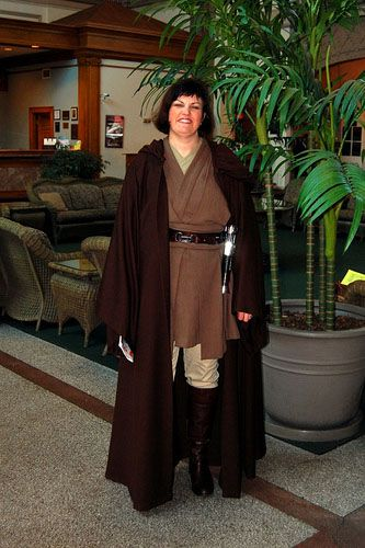 How to make diy star wars jedi robes woman in jedi costume solutioingenieria Choice Image