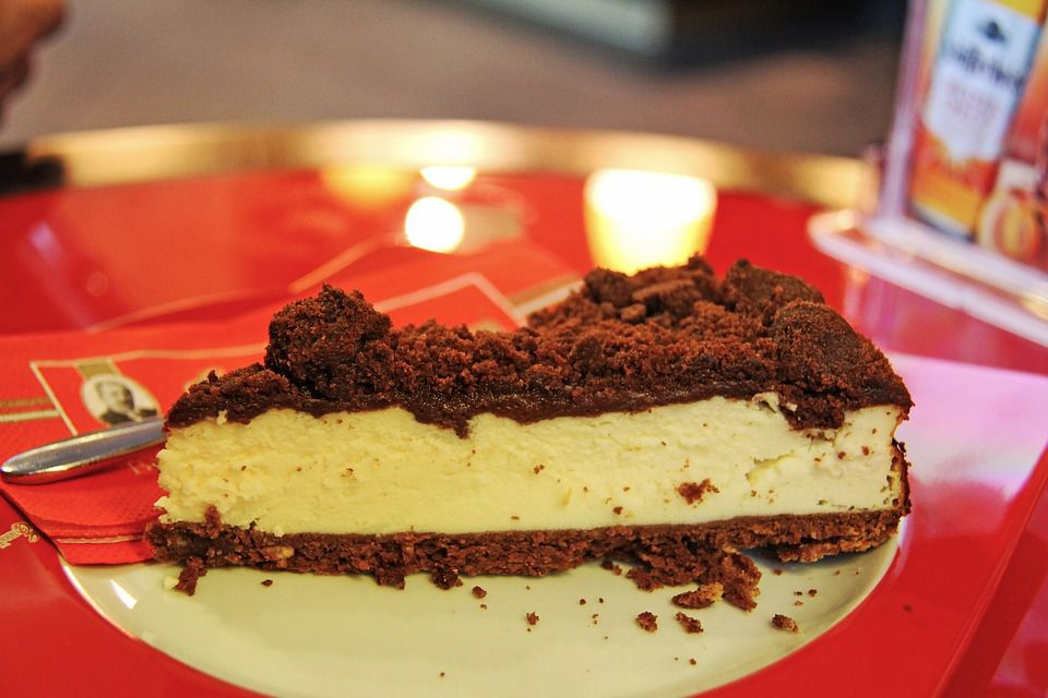 cheesecake with chocolate streusel