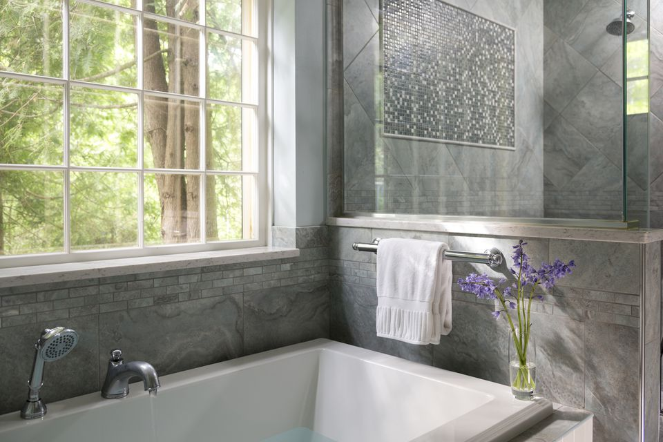 tub surrounds jon lovette getty images - Bathroom Tile Ideas For Tub Surround