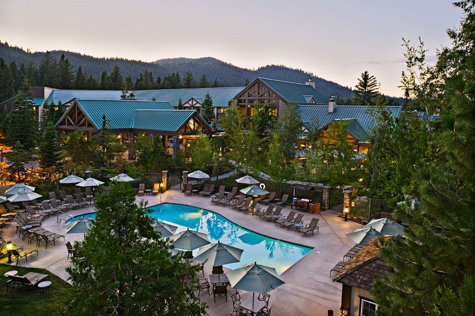 Yosemite lodging along highway 41 for Hotels near fish camp ca