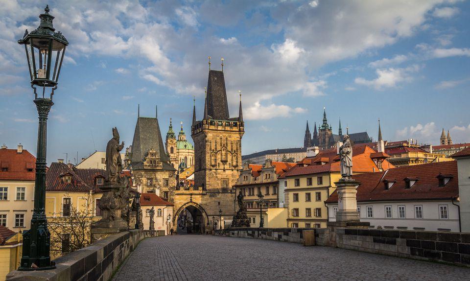 Czech Republic, Prague, View of Mala Strana bridge tower and Prague Castle from Charles Bridge