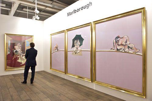 Tríptico de Francis Bacon el stand de la galería Marlborough en Art Basel