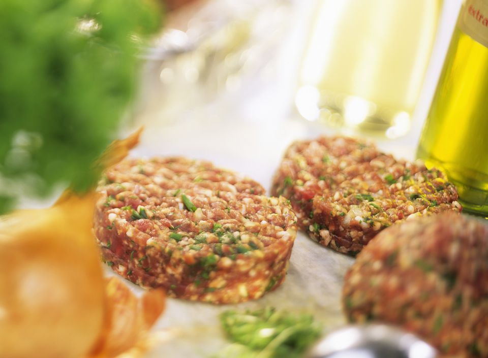 Raw lamb burgers with herbs