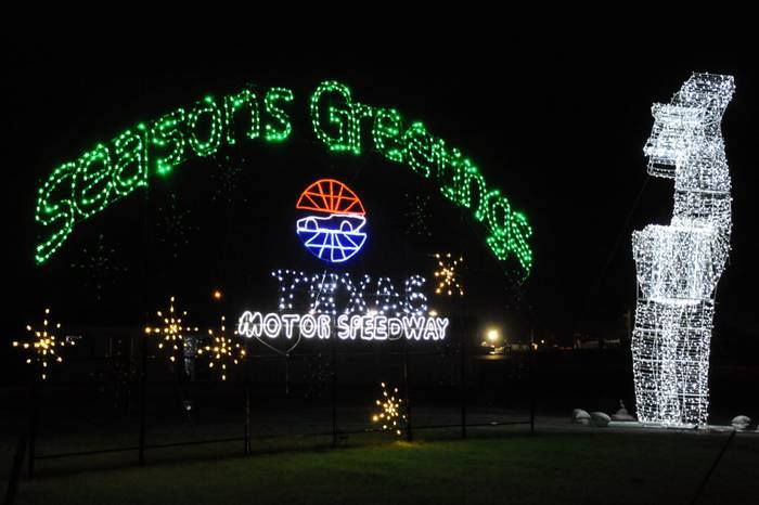 10 best holiday light displays in dallas fort worth for Gift of lights texas motor speedway