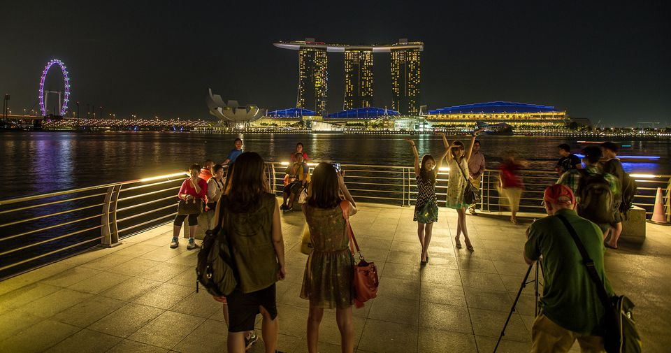 Tourists taking pictures at Marina Bay, Singapore