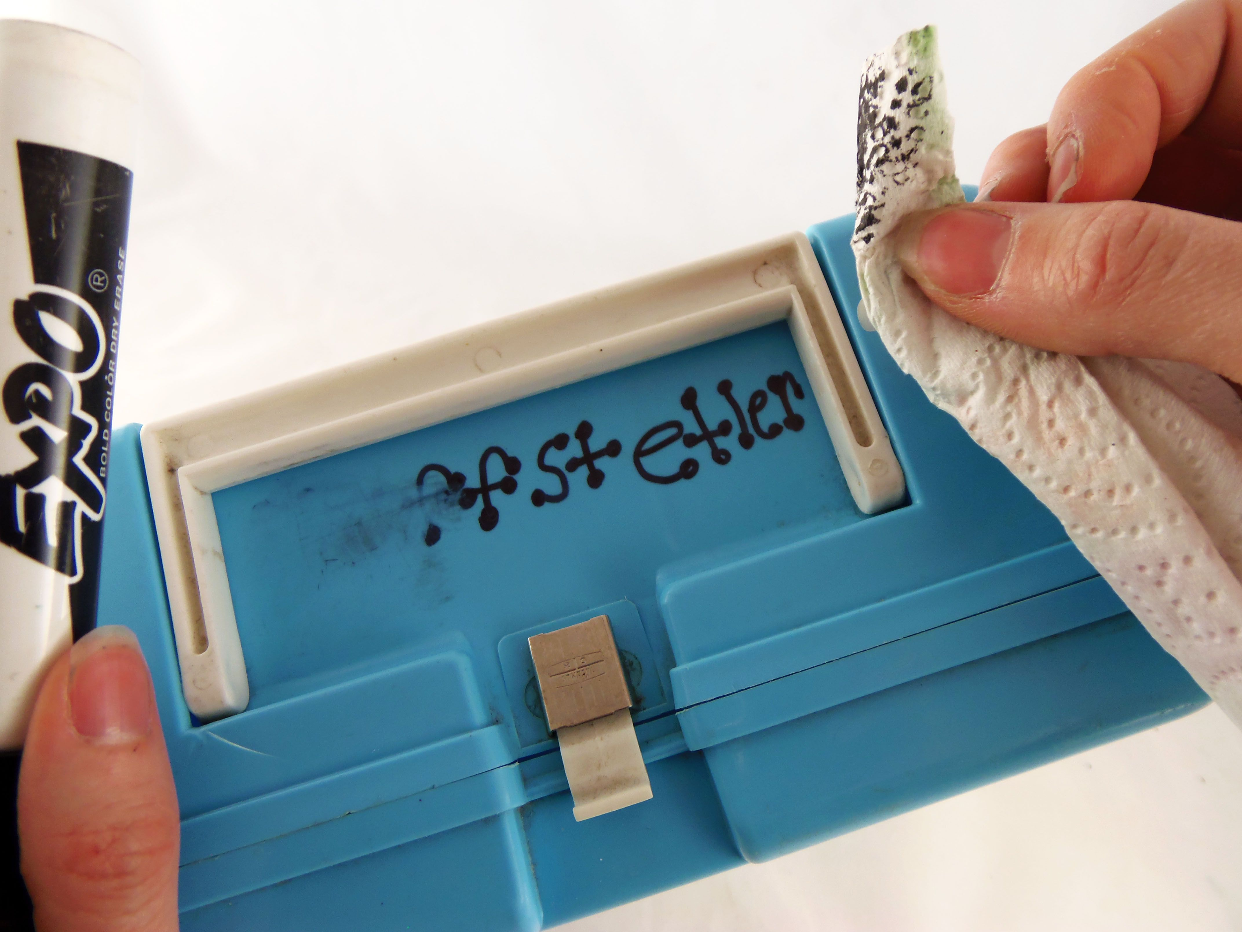 How to Remove Permanent Marker From Hard Plastics