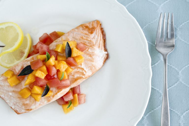 Salmon with papaya chutney