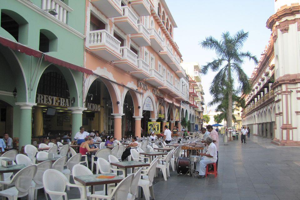 Veracruz plaza musicians