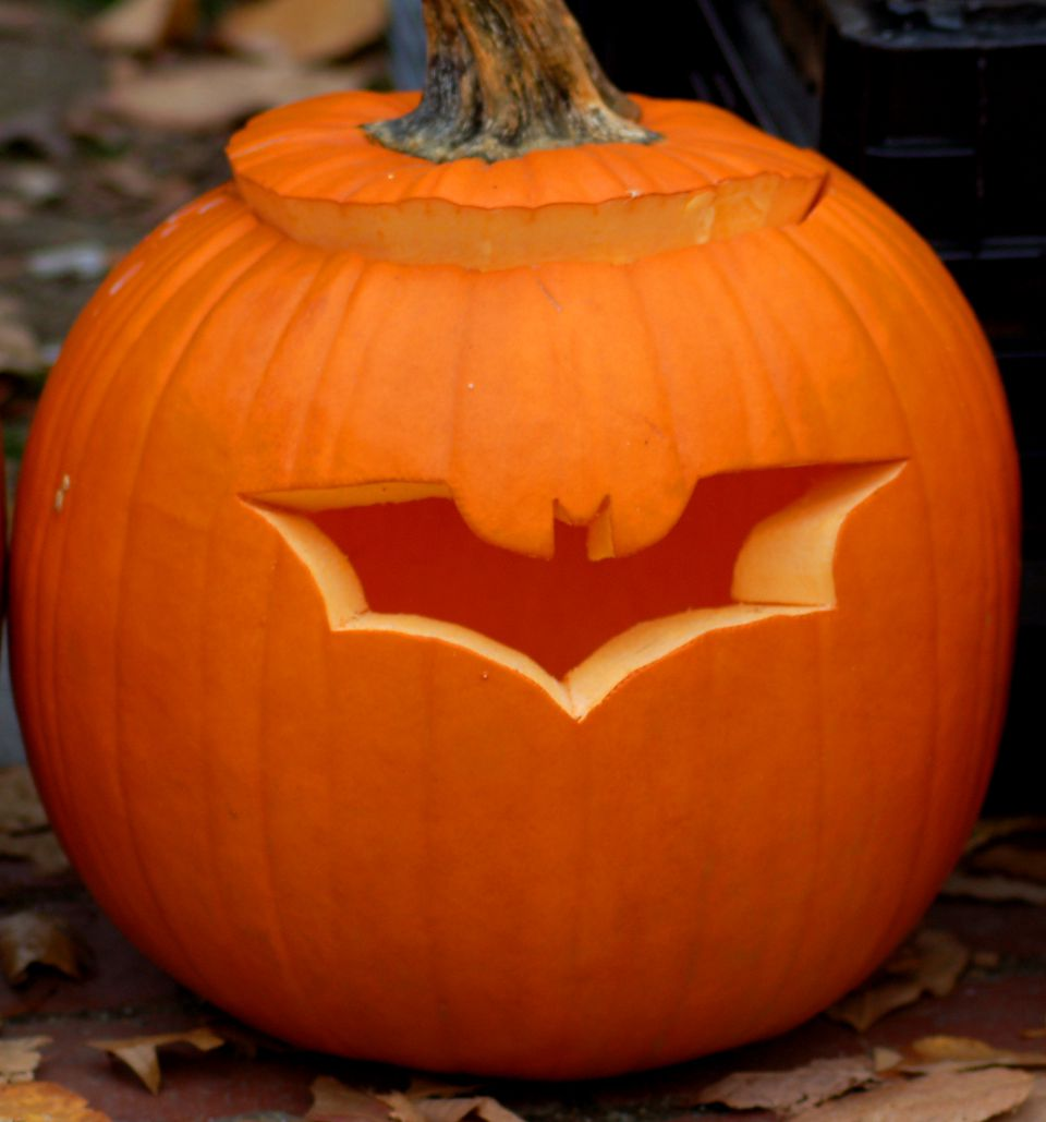 Picture: a bat pumpkin carving (picture) allows you to stick to a suitable Halloween theme.