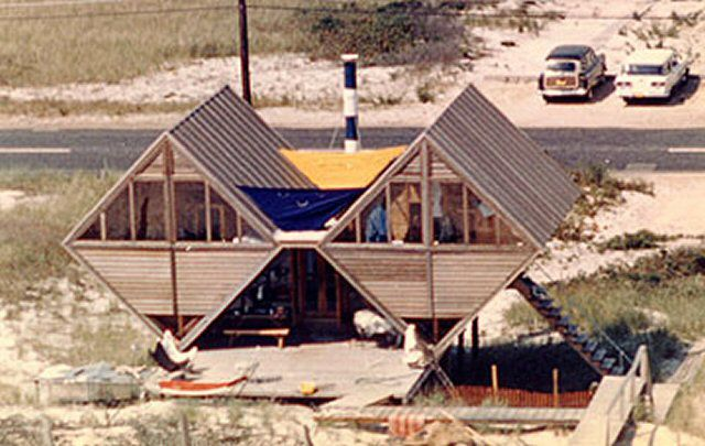 Triangular Pearlroth House, Dune Road, Westhampton, NY, 1958, designed by Andrew Michael Geller