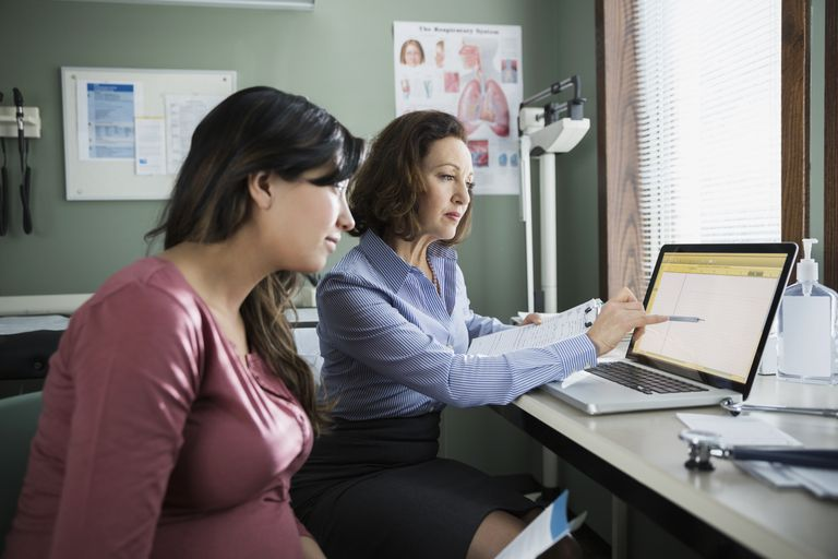 doctor and pregnant patient at laptop