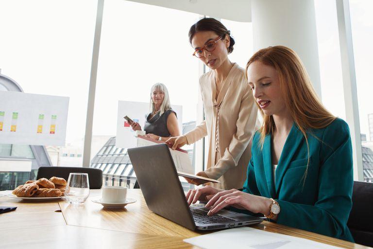 businesswomen working on graph on laptop