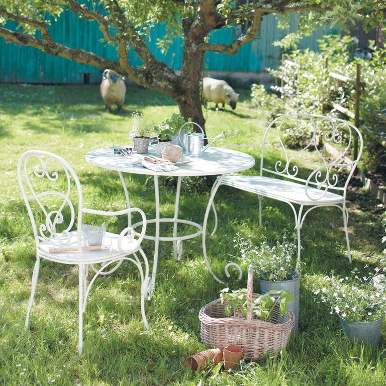 Muebles de exterior 7 materiales y tendencias for Muebles de terraza fierro