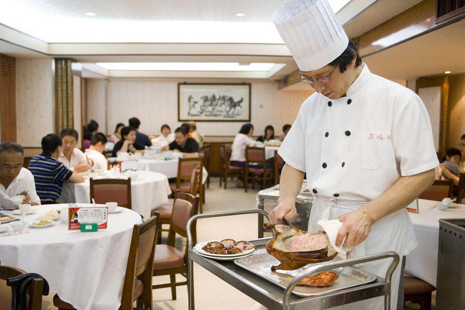 Carving Peking Duck, Spring Deer Restaurant, Tsim Sha Tsui.