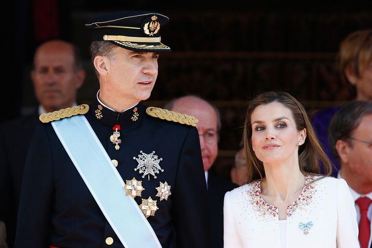 coronacion-rey-felipe-VI-junto-a-Letizia-Ortiz-baja.jpg