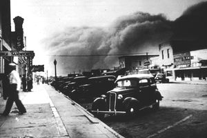 dust bowl dbq The dust bowl chronicles the worst man-made ecological disaster in american history, in which the frenzied wheat boom of the 'great plow-up,' followed by a decade-long drought during the 1930s nearly swept away the breadbasket of the nation.