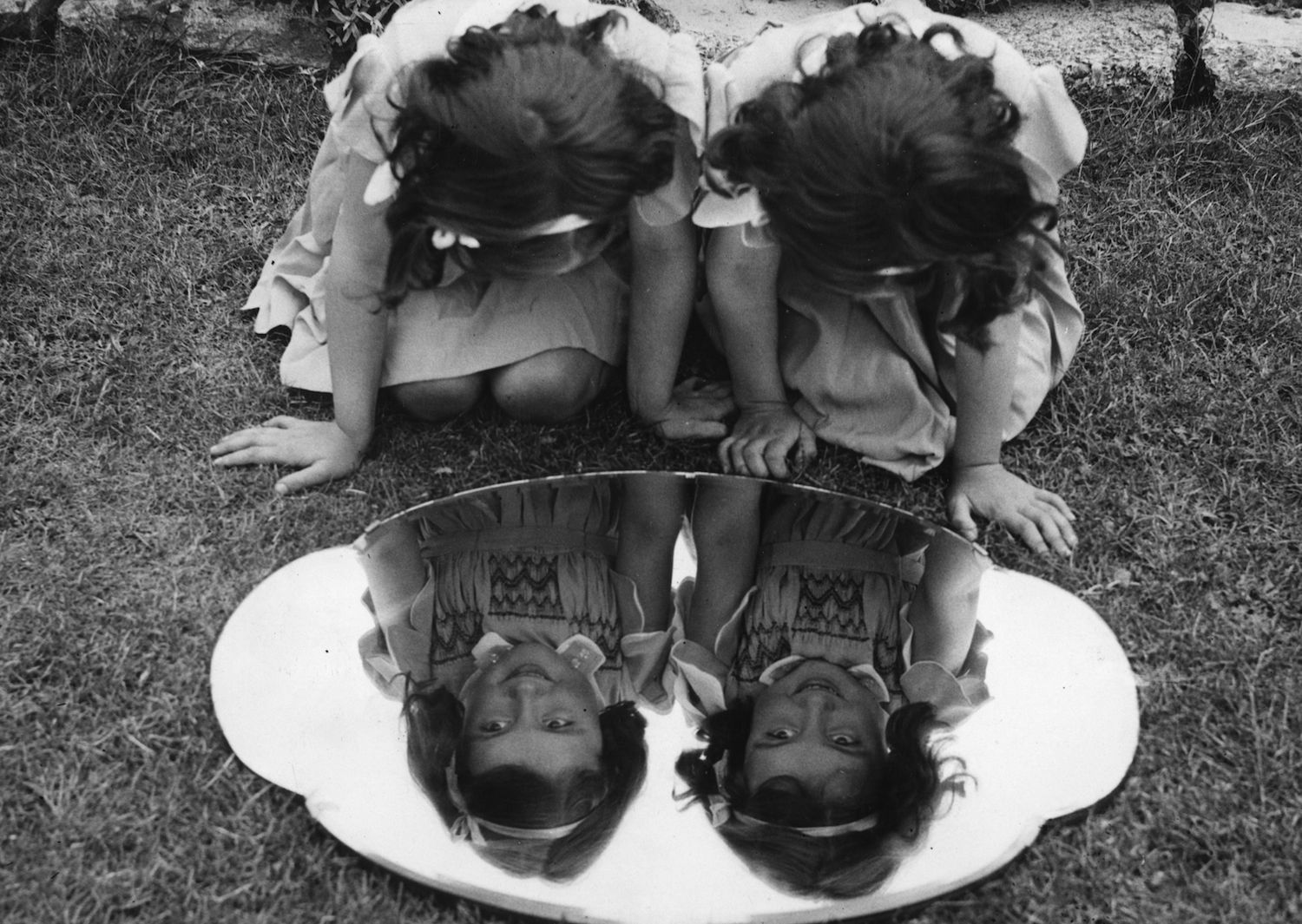 What's the Difference Between Mirror Twins and Identical Twins?