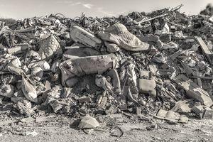 Debris wall