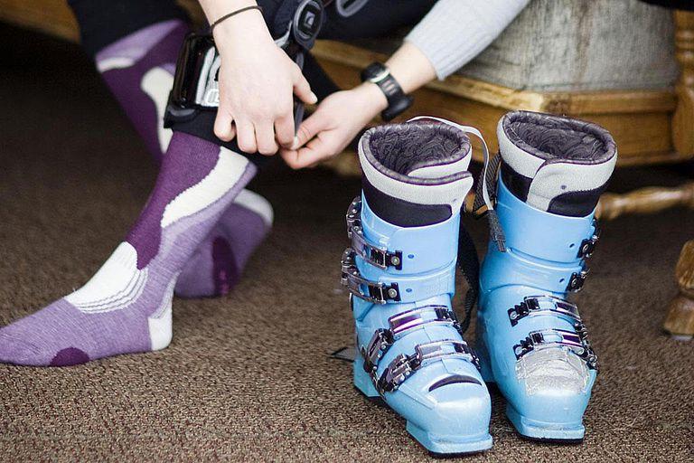 ski_boots_crop_98950389.jpg