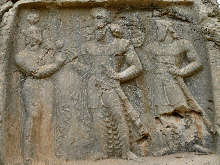 Posiblemente Anahita con Ardashir I y Shapur.