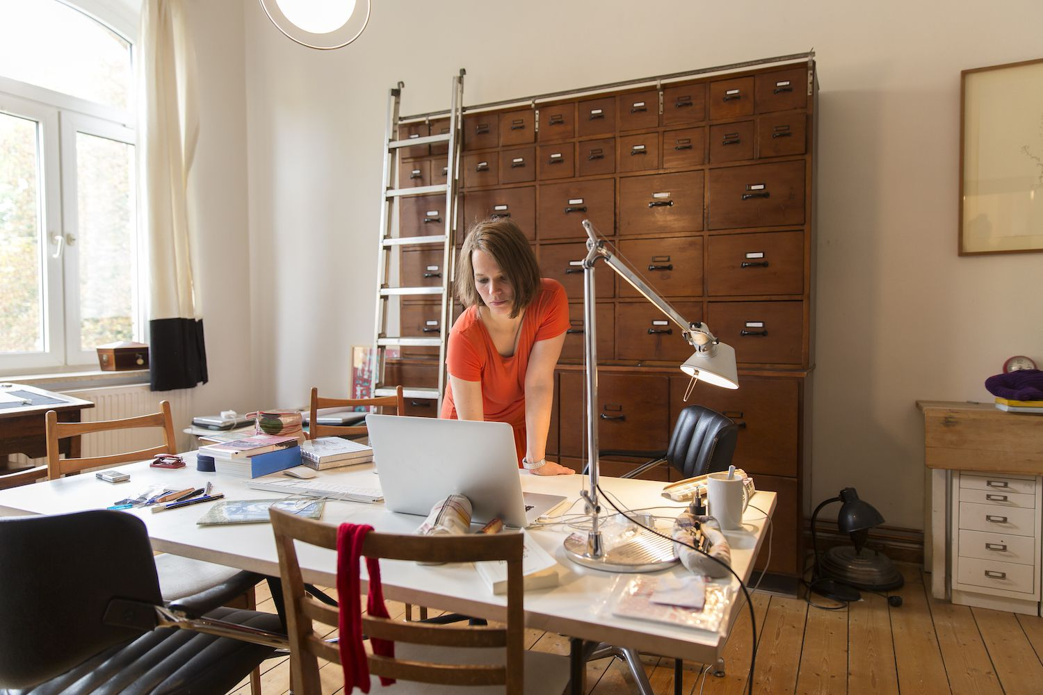 heres a look at the differences between consulting and freelancing - Working In Home Office