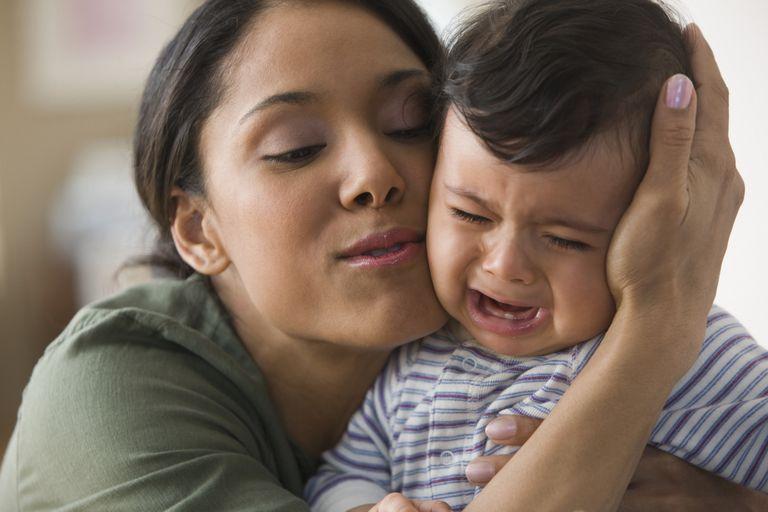 Bebé alta demanda llorando